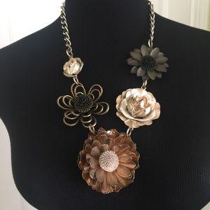 Mix metal flower necklace